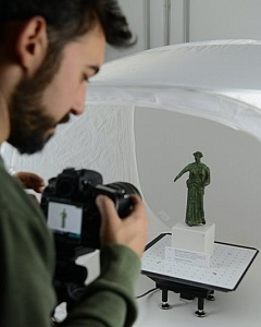 3D Research all'opera mentre digitalizza reperti provenienti dal sito di Egnazia.