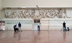 Researchers use a laser scanner to scan the frieze of the Pergamon Altar. Credit: Fraunhofer IGD